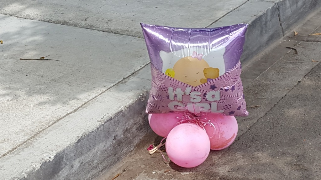 Balloons in street